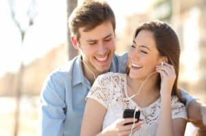 Read more about the article Romantic Gifts That Every Girl Wants on Birthday